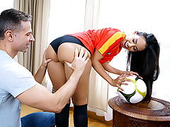It is the World Bowl baby!! And what nicer way to feast than making some rigid earned cash? We faced Andreina Deluxe in the park and determined to play ball. She displayed us her moves. Como rebotan esas nalgas! We took her back to our place and she bange